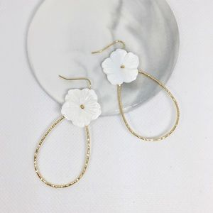 NWT Anthropologie White Floral Drop Earrings